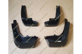 Брызговики Honda Fit с 13г.- черные окрашенные